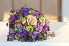 Arreglo hermoso de flores Imagen de archivo libre de regalías