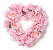 Arreglo rosado en forma de corazón de Rose en blanco Imágenes de archivo libres de regalías