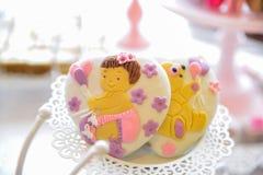 Arreglos de los dulces para la recepción nupcial o los eventos similares Imagen de archivo libre de regalías