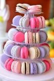 Arreglos de los dulces para la recepción nupcial o los eventos similares Imagenes de archivo