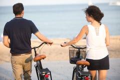 Arrendamento da bicicleta imagens de stock royalty free