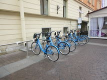 Arrendamento da bicicleta em Rússia imagens de stock