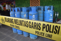 Arrest the perpetrators of fraudulent LPG tube 12 kg. Special Crime Directorate of the crime of conspiracy forgery Central Java Police arrested 12kg LPG in the Stock Photography