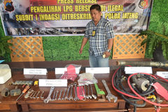 Arrest the perpetrators of fraudulent LPG tube 12 kg. Special Crime Directorate of the crime of conspiracy forgery Central Java Police arrested 12kg LPG in the Stock Photo