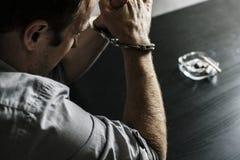Arresterad caucasian man med handbojor Royaltyfria Bilder