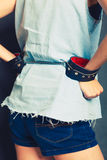 Arresterad flicka med handbojor Arkivbild