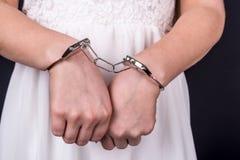 arresterad handbojakvinna Fotografering för Bildbyråer