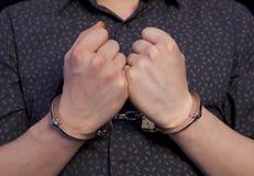 Arresterad man i handbojor Arkivbilder