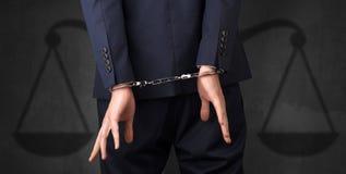 Arresterad man med jämvikt på bakgrunden Arkivbilder