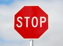 ARRESTI il segnale stradale fotografie stock libere da diritti