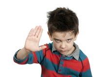 Arresto di rappresentazione del ragazzino con la sua mano Fotografie Stock