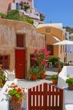 Arrière-cour tranquille dans Santorini Photographie stock libre de droits