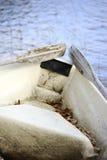 Arrière d'un bateau avec de vieilles palettes images stock