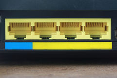 Arrière de port noir de routeur de modem au concept de connexion internet Image stock