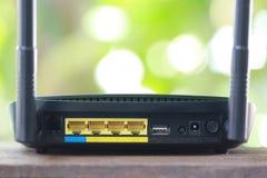 Arrière de routeur noir de modem au concept de connexion internet Photos stock