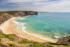 Arrifana令人愉快的海滩,冲浪的在葡萄牙 库存图片