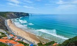 Arrifana strand Aljezur, i Algarve, Portugal Royaltyfri Bild