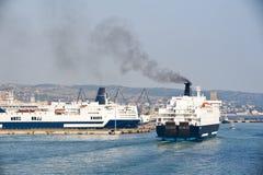 Arrimage de bateau de croisière Images libres de droits