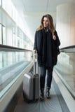 Arrivée à l'aéroport en hiver Image libre de droits