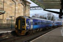 Arrivée à unités multiples diesel de la classe 158 à Carlisle Image libre de droits