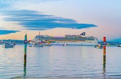 Arrival of large cruise ship Norwegian Jewel in Tauranga harbour
