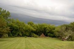 Arrivar a fiumie delle nuvole di tempesta Fotografie Stock Libere da Diritti