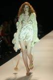 Arrivare di modello a Mercedes-Benz Fall L.A. Fashion Week Day 2006 5. Smashbox, Culver City, CA 03-23-06 Immagini Stock Libere da Diritti
