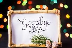 Arrivederci carta 2017 nel telaio di legno fotografia stock libera da diritti