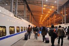 Arrivi nella stazione ferroviaria fotografie stock