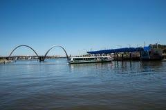 Arrivo del traghetto di Tranpserth ad Elizabeth Quay Jetty a Perth CIT Fotografia Stock