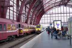 Arrivo del treno pendolare Fotografia Stock Libera da Diritti