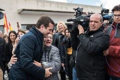 Arrivo e saluti dal capo di Pablo Casado del partito popolare conservatore a Caceres, Spagna fotografie stock libere da diritti
