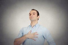 Arrogante agressieve gewaagde zelf belangrijke hooghartige geplakte omhoog mens Stock Fotografie