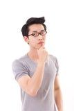 Arrogante denkende nerd mens die u, wit bekijken geïsoleerde achtergrond Royalty-vrije Stock Foto's