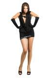 Arrogante vrouw in zwarte kleding Stock Foto's