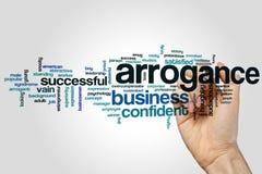 Arroganzwort-Wolkenkonzept auf grauem Hintergrund Stockfotos