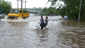 Arrosez la notation due à la forte pluie à Bhopal, photos stock