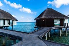 Arrosez la suite à la station de vacances Maldives de quatre saisons chez Kuda Huraa Image stock