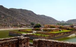 Arrosez le kyari kesar de jardin, Inde de Jaipur Ràjasthàn de fort d'Amer Image libre de droits