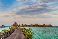 Arrosez les pavillons à l'île de Mabul - Bornéo, Malaisie photos libres de droits