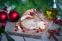 Arrosto di maiale con le mele ed i mirtilli rossi Fotografia Stock Libera da Diritti
