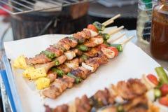 Arrosto di maiale e del barbecue con la verdura fotografia stock