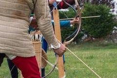 Arrow& x27 πρόκληση του s: Μεσαιωνική αναδημιουργία γεγονότος με Archer& x27 s Γ Στοκ Εικόνες