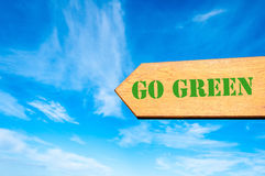 Arrow sign with Go Green message Royalty Free Stock Photos