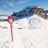 Arrow sign at ski resort Royalty Free Stock Photos