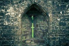 Arrowslit en castillo Imagen de archivo libre de regalías