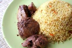Arroz árabe de la comida con el pollo Foto de archivo libre de regalías