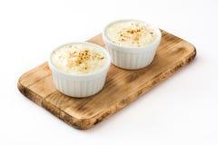 Arroz-Betrug leche Reispudding mit dem Zimt lokalisiert lizenzfreies stockbild
