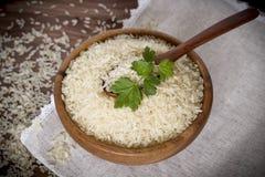 arroz branco na placa de madeira Imagens de Stock Royalty Free