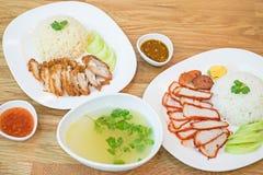 Arroz com carne de porco vermelha roasted e estilo roasted friável e arroz do chinise da carne de porco da barriga vista superior fotografia de stock